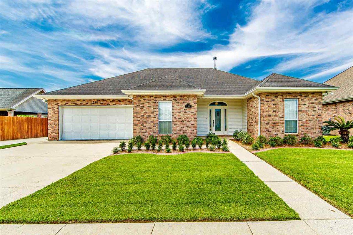 Just listed by Weichert, Realtors Real Estate Express in #Houma #LA. 261 Ciera Drive! Please retweet!