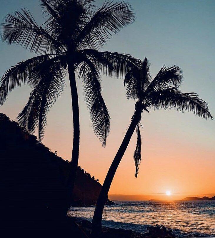 We love our BVI sunsets 😍❤️🇻🇬 How was your day?  IG 📷 new_beginnings_bvi #BVI #BVISecrets #OurBVI #BritishVirginIslands #Sunset #NaturesLittleSecrets