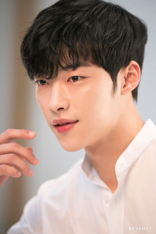 He's Handsome...Sweet...Manly ... what are you doing to my ?!?  #WooDoHwan  #kdrama #actor pic.twitter.com/wCIz7Z1zTN