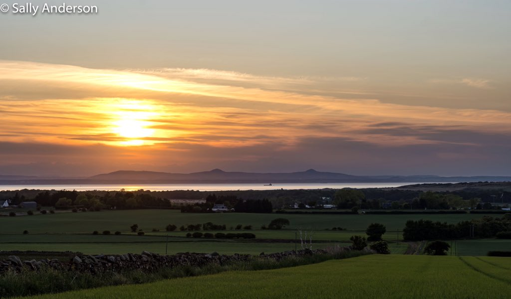 Pretty nice #sunset tonight over the #FirthofForth with a view towards the twin volcanic peaks of the #LomondHills in #Fife. #sunsetphotography #Scotland #dusk #weather