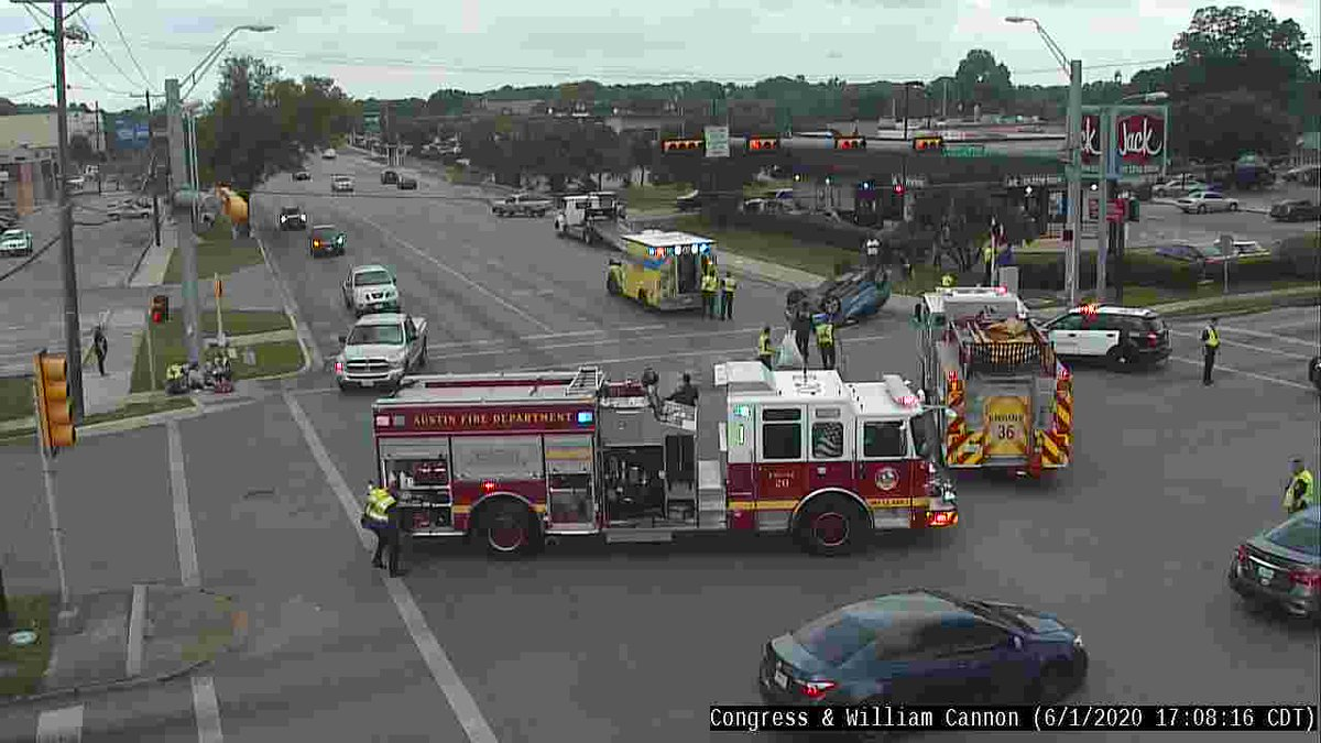 Crash at Congress & William Cannon has cleared all lanes of traffic now open. #ATXtraffic #VisionZero