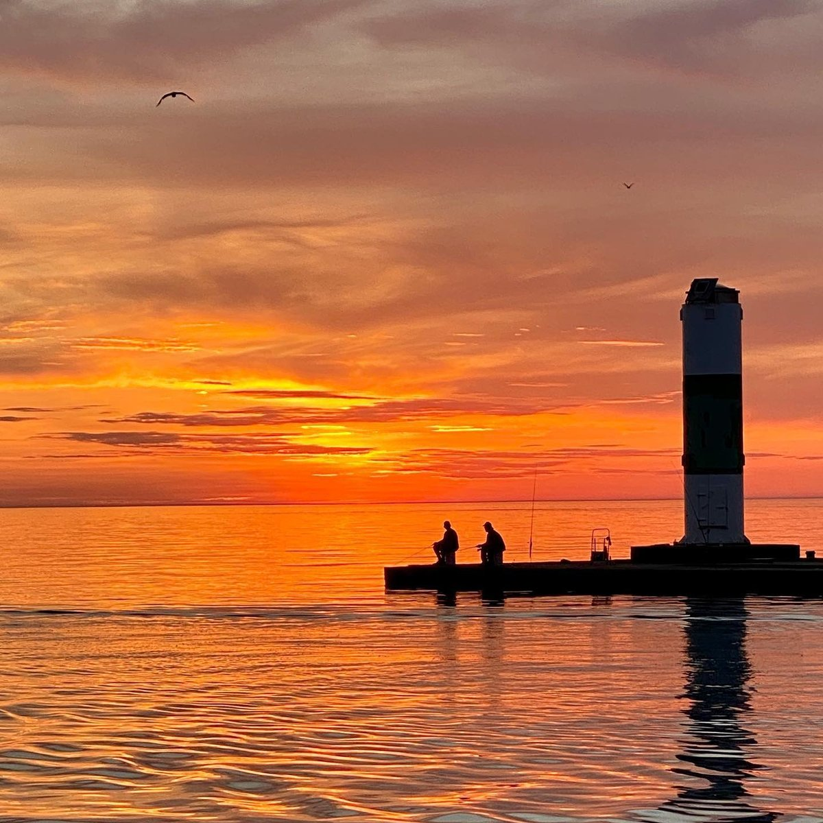 It was a gorgeous weekend across the Lake Michigan Beachtowns!  📸: @gr8tlakestrish #mibeachtowns #puremichigan #midwestmoment #westmichigan #sunset #fishing #adventure #swmichigan #southhavenmi #southhaven #visitsouthhaven