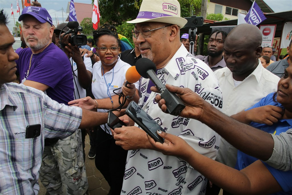 President Suriname draait versoepeling coronamaatregelen terug   Liveblog https://t.co/4d8A60Lyxb https://t.co/au56Ti9Akv