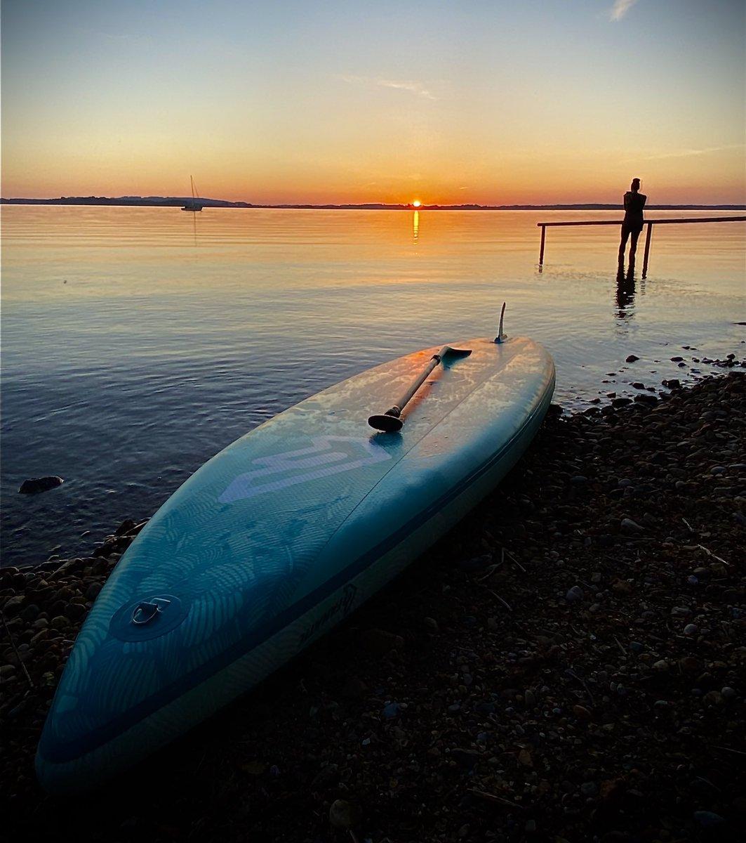 We can do #sunset, too, @KaiDiekmann.  #Bavaria #Chiemsee ❤️💪