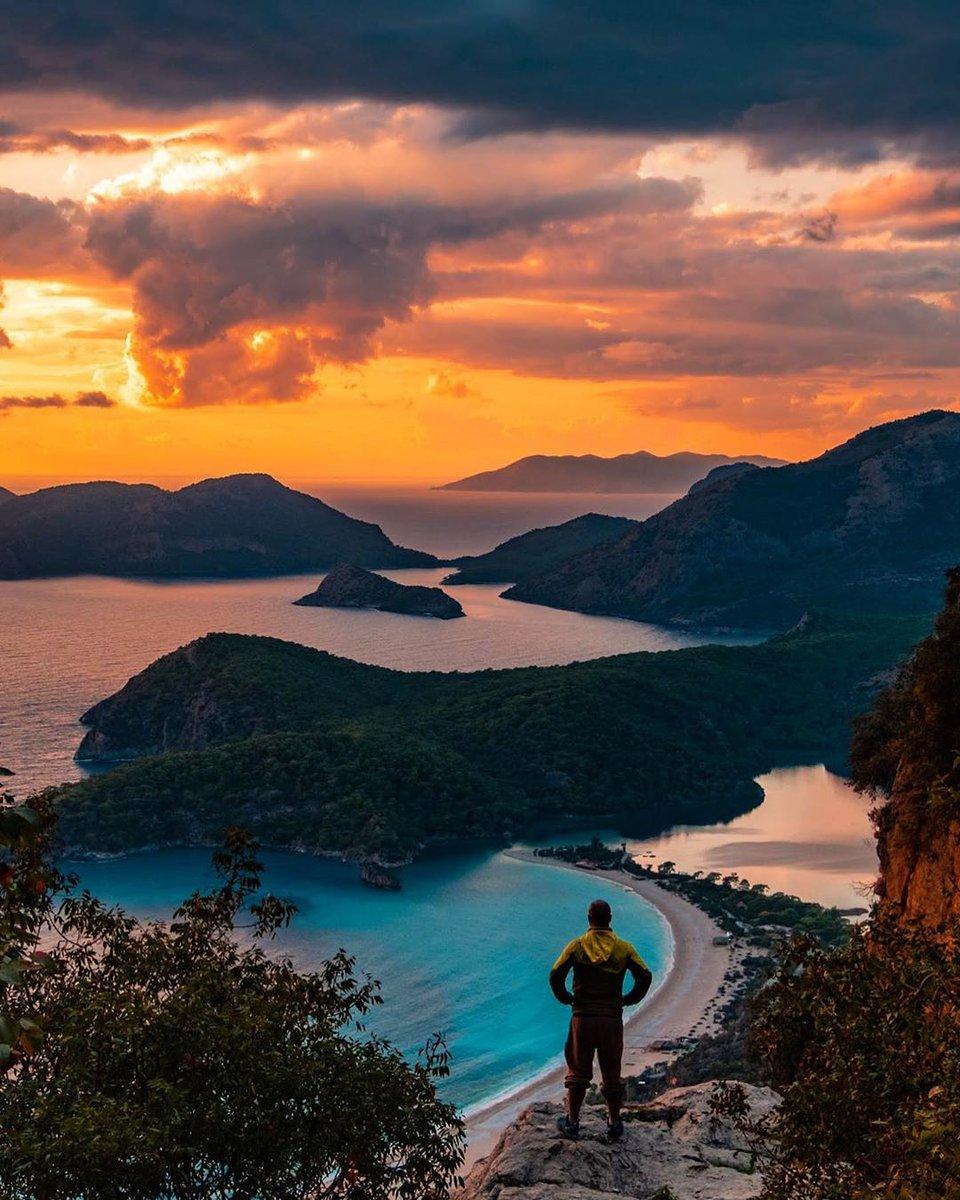 Likya yolunda güneşin batışını izlemeye davetlisiniz 👍🌅 Güzel geceleriniz olsun 🤗 . . 📸:@mselcukoglu 👏 #likyayolu #fethiye #muğla #türkiye #instagmugla #sunset