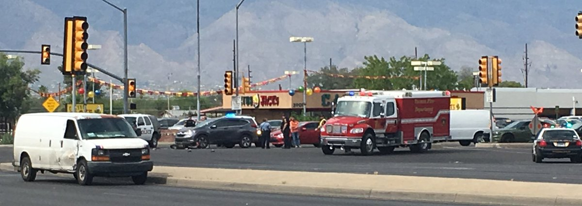 There is a bad crash at Speedway and Alvernon involving a motorcycle. We are waiting for more details. #Tucson