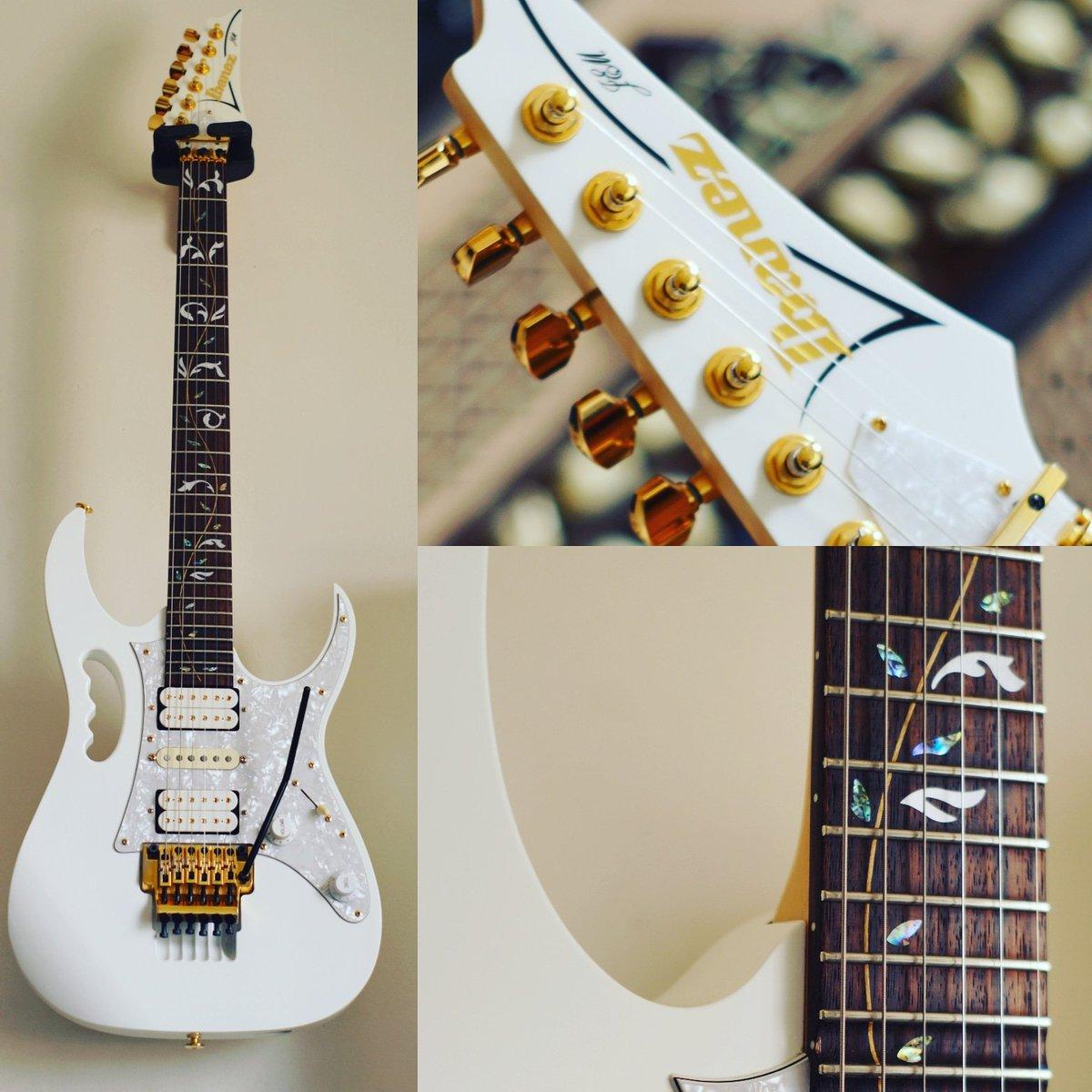 Angel the Jem7v say hi.. http://Rabihsaad.net #ibanez #ibanezguitars #ibanezjem #ibanezjem7v #guitarra #electricguitar #whiteguitar #guitarmania #guitarphotography #stevevai #metalguitarist #shredguitar #guitarshred #vineinlays #dimarzio #guitarlandpic.twitter.com/xUpVyqVH0H
