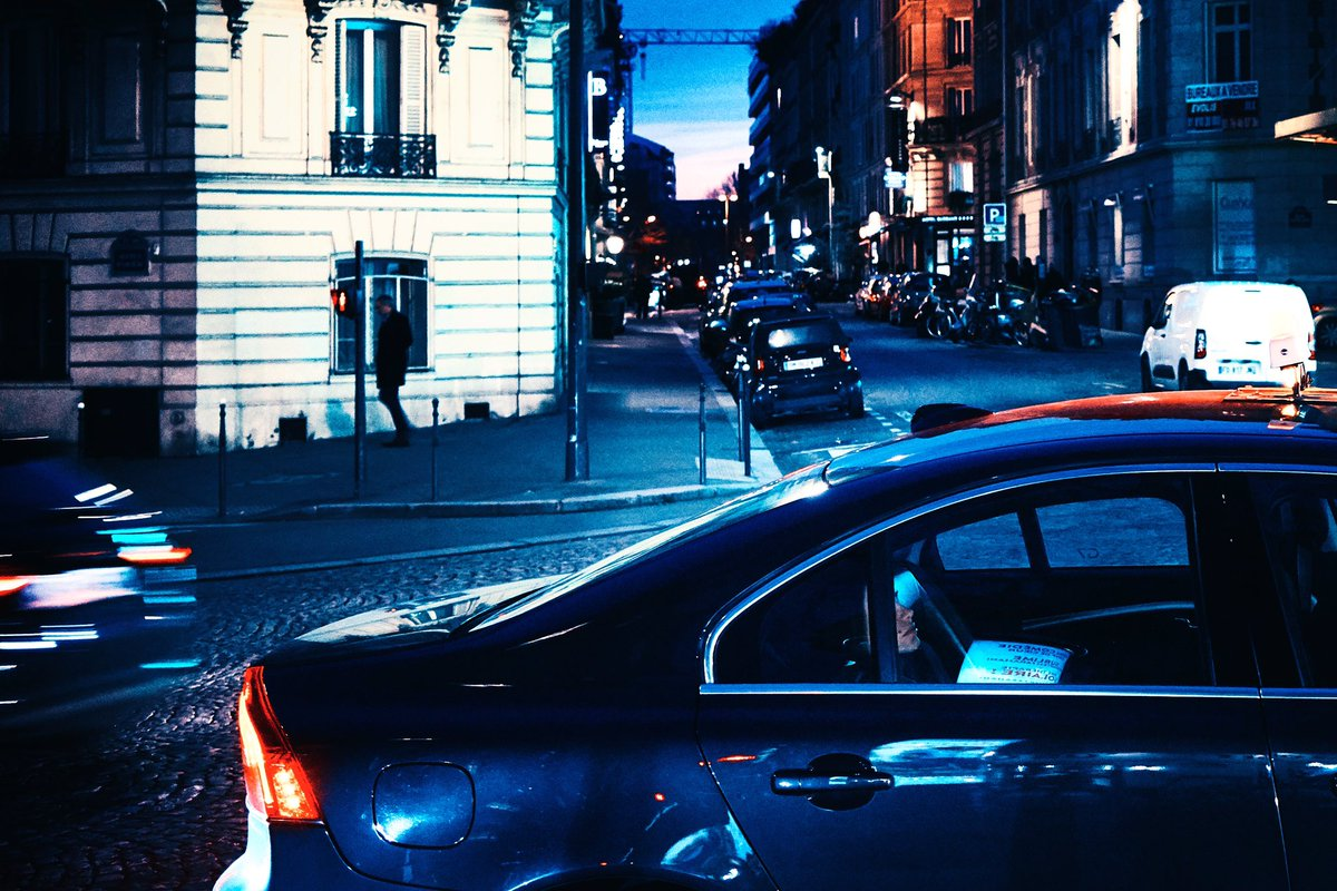 Taxi blues #streetphotography #photography #streetphoto #Parispic.twitter.com/RHc8YCw1wS