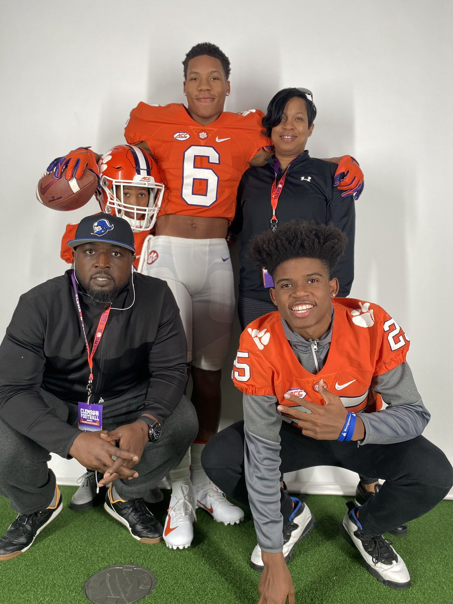 ‼️#AG2G Beyond blessed and Grateful to receive an offer from CLEMSON UNIVERSITY 🟠⚪️🐯@247Sports @ChadSimmons_ @Rivalsfbcamps  @kirkjuice32 @YellowhammerFB @MCPKnightsFB @Keith247Sports @CoachToddBates @CoachVenables @isaiahsimmons25 @247recruiting @HankSouth247 #ALLIN https://t.co/WiKzr5478N