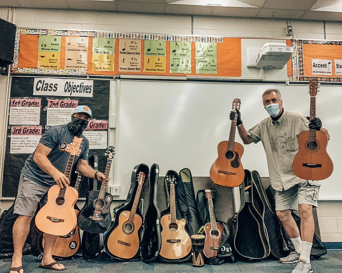 Last week our #RecycledTunes team dropped off guitars for the Crestwood Elementary Guitar Ensemble students. The students received them unexpectedly as they arrived at school to return their borrowed laptops. 🎸 #MissionMondays https://t.co/owhWqWUbeB