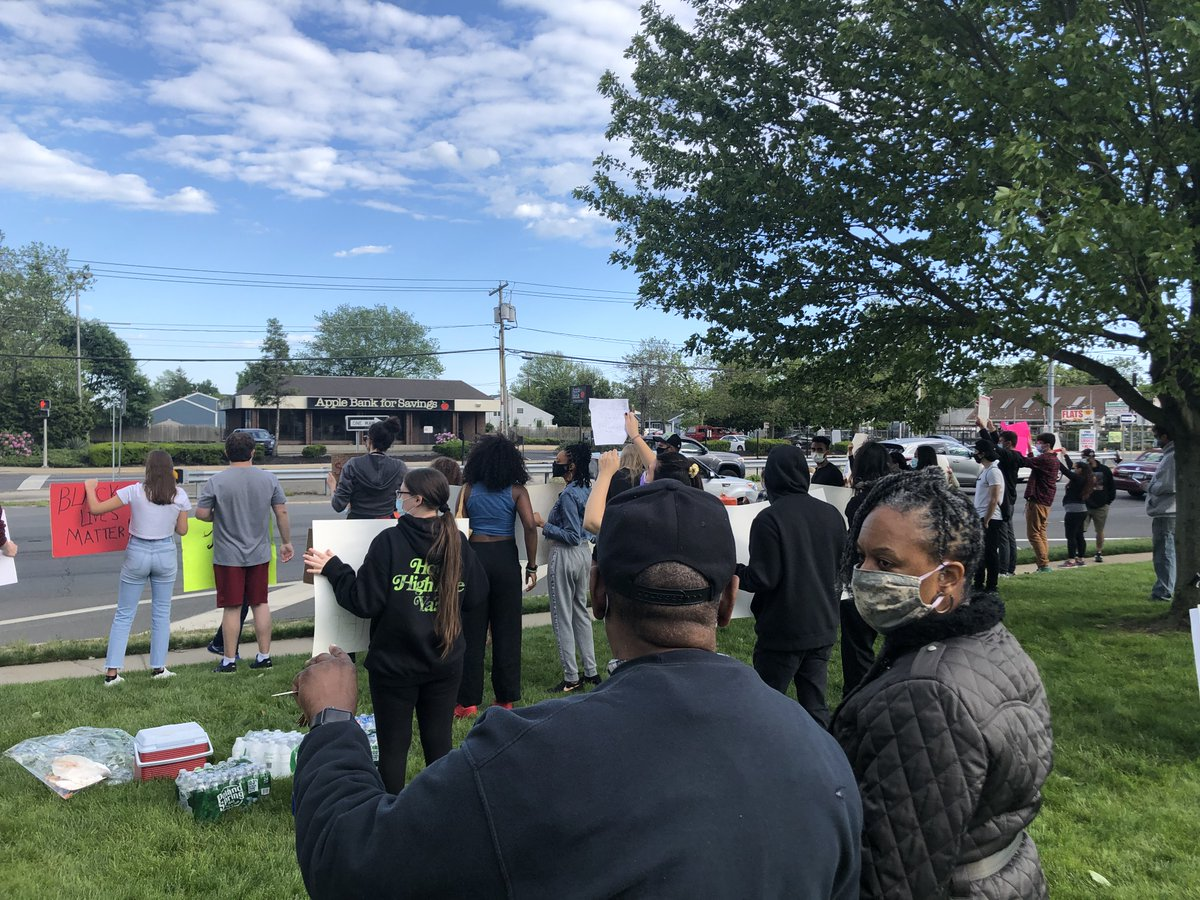 This evening I joined the peaceful protestors in Babylon and Nassau Co who gathered to call for justice for George Floyd and stand against racism. I'm proud of our LI community, especially the young people who are getting involved and making their voices heard. They give me hope.