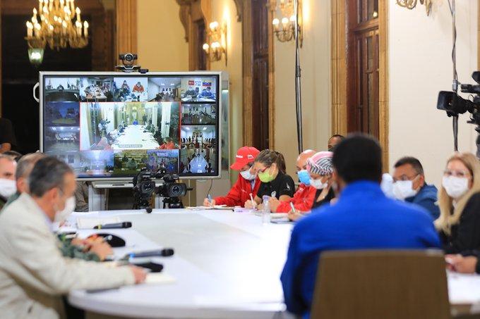 #EnVivo🔴  Pdte. @NicolasMaduro: He ordenado una investigación y vamos a castigar a quienes se involucraron en el bachaqueo de la ⛽️gasolina en las estaciones de servicio #NuevaNormalidadRelativa