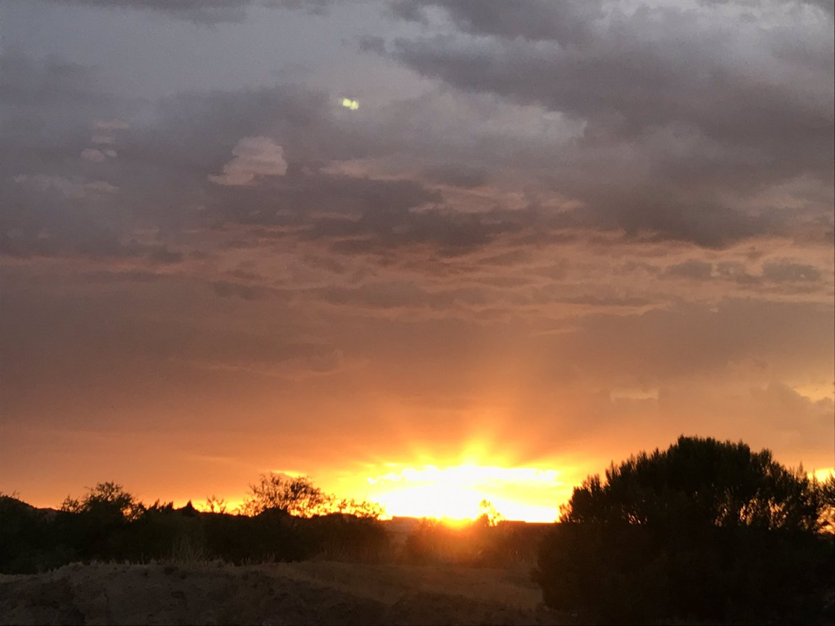 This picture does not do the #sunset justice. Go out and take a look right now for yourself. #Tucson