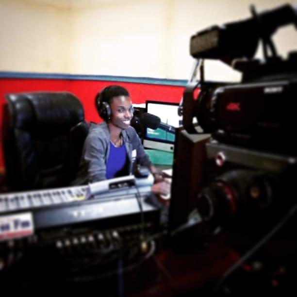 "I'm back on air at @1049SUCCESSFM Ug radio. Evening drive  ""Lubadde Lutya""  From 4 pm-06pm  With @sandra_swtie and Omulangira Jackson TUNE IN...  #girlboss #smallbiz #mycreativebiz #digitalnomads #makersgonnamake #onmydesk #whereiwork #radio #Uganda #kampalapic.twitter.com/vKPF6ObpGk"