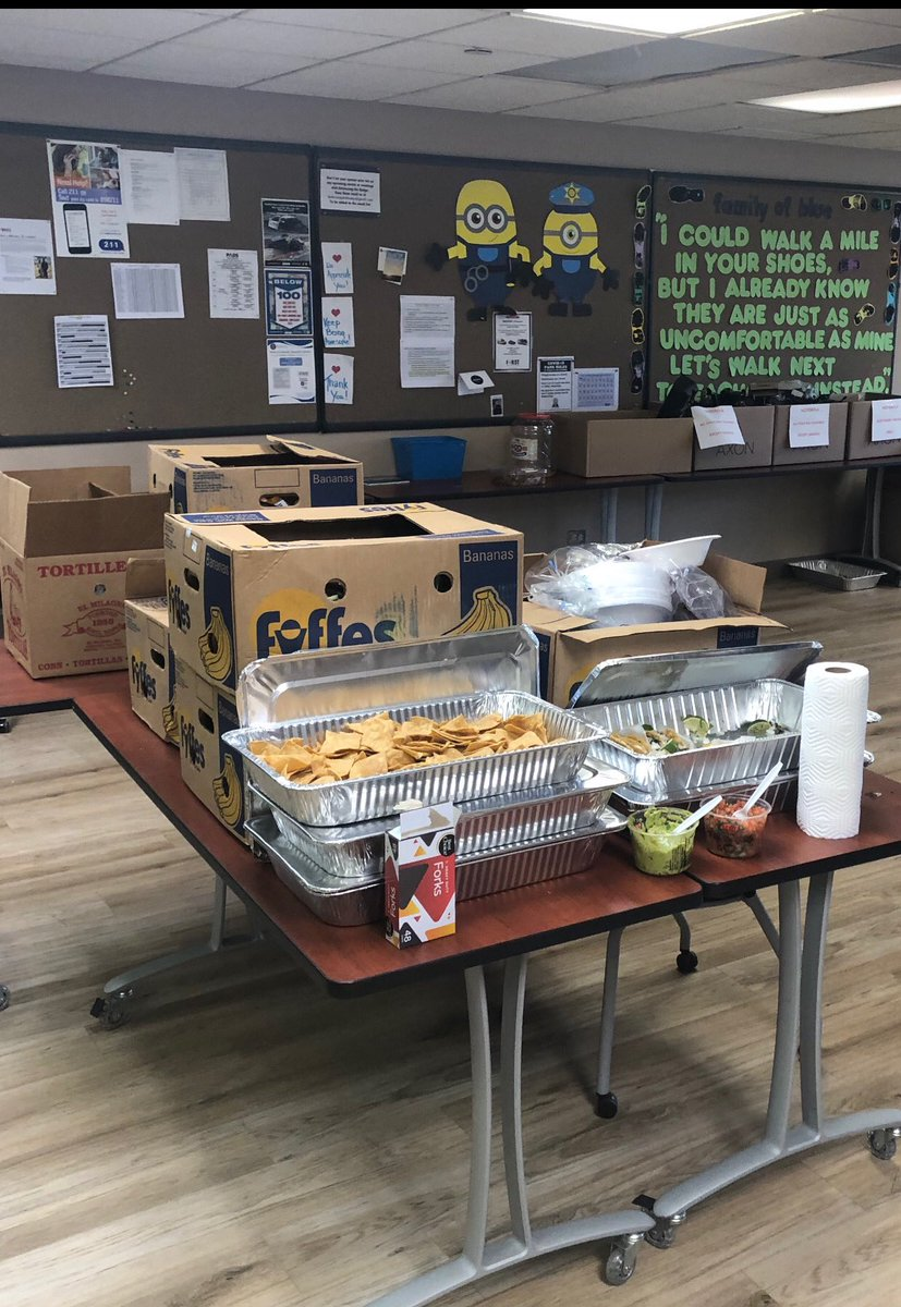 Thank you to Lewis Fresh Market for providing our officers and staff with a very delicious, filling lunch today! As always, we appreciate the support! #thankyou #waukeganpolice https://t.co/vjLu2pXjQI