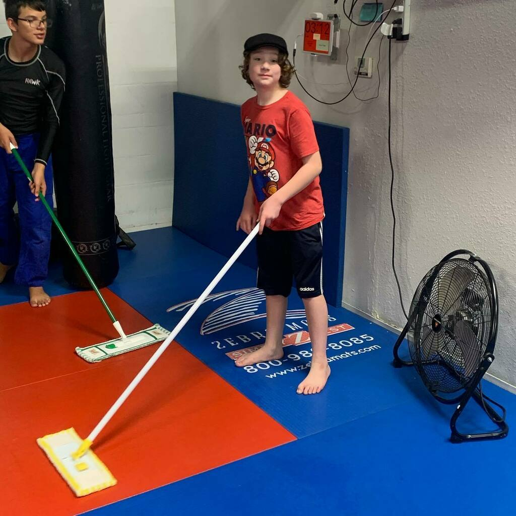 Bring your kid to the gym, got someone to clean the mats now. #bjj #cutman #mma https://t.co/78xQ4s7LDM https://t.co/FrV2W8om06