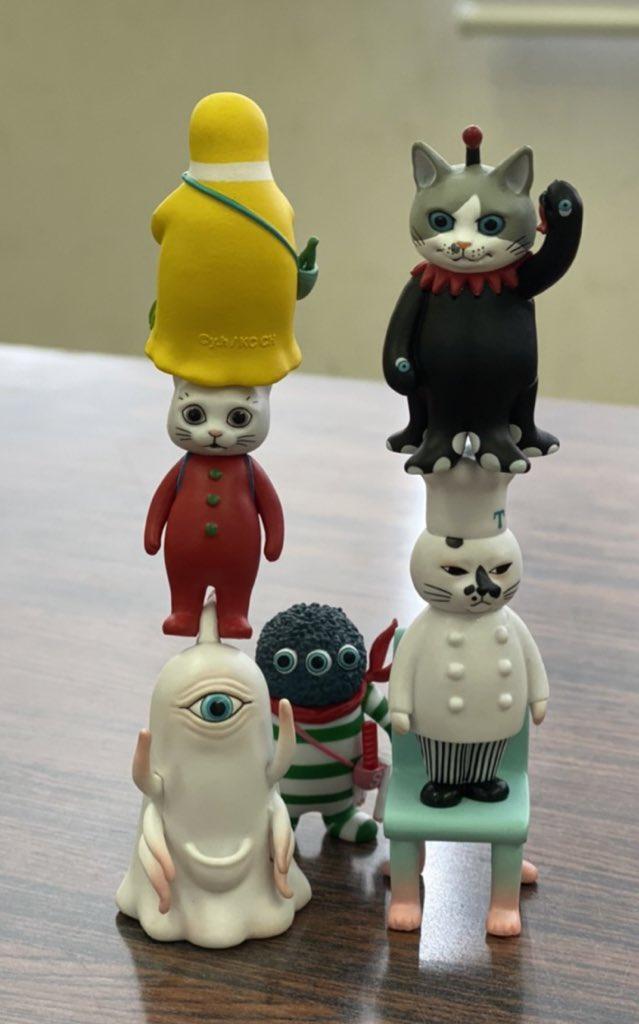 今日から #刈谷市美術館 にて #ヒグチユウコ展circus が開催。嬉しいのでまえに友達が送ってくれたすごいバランスのフィギュアたちを。会場ではガチャも箱タイプもありますよー