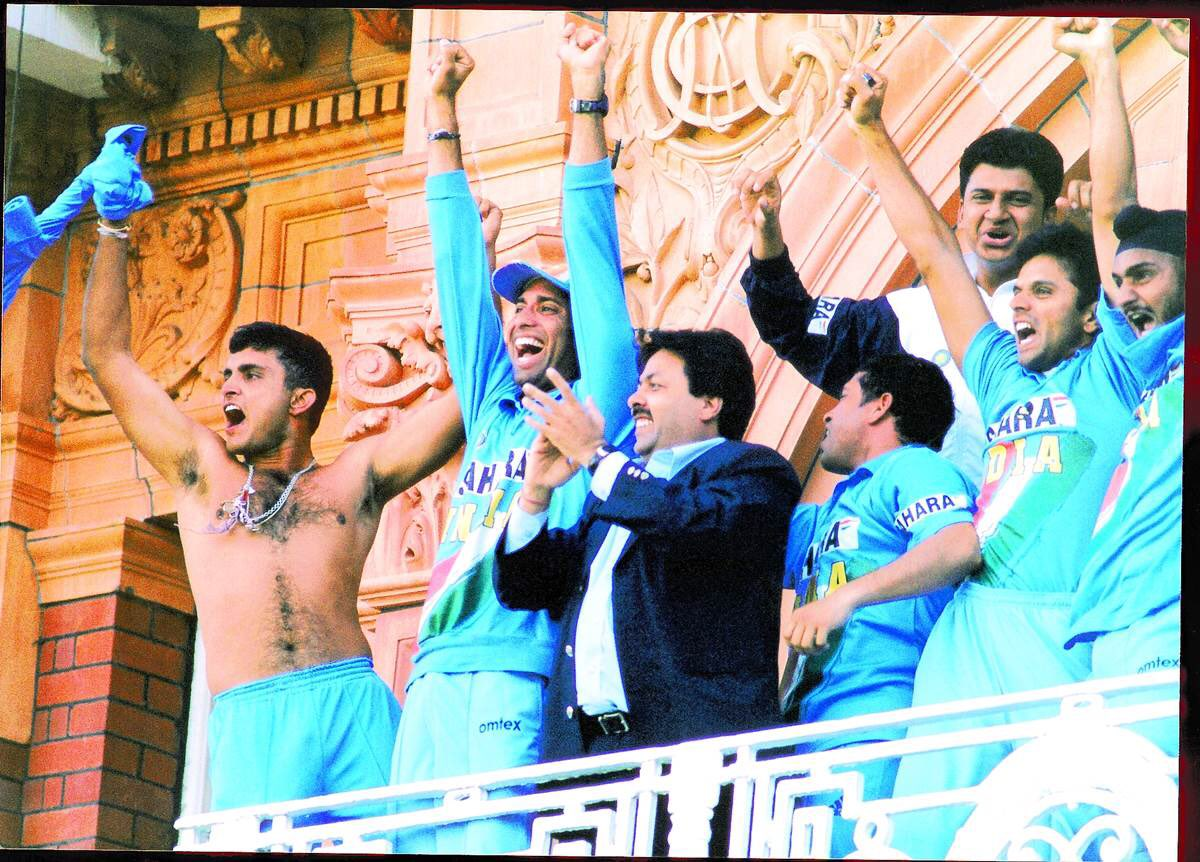 Unconventional and fiercely proud, @SGanguly99 wore his heart on his sleeve. And, sometimes, bared it too! Empowering youngsters who went on to do wonders for the country was credit to his great leadership qualities. https://t.co/wCVuRctqPD