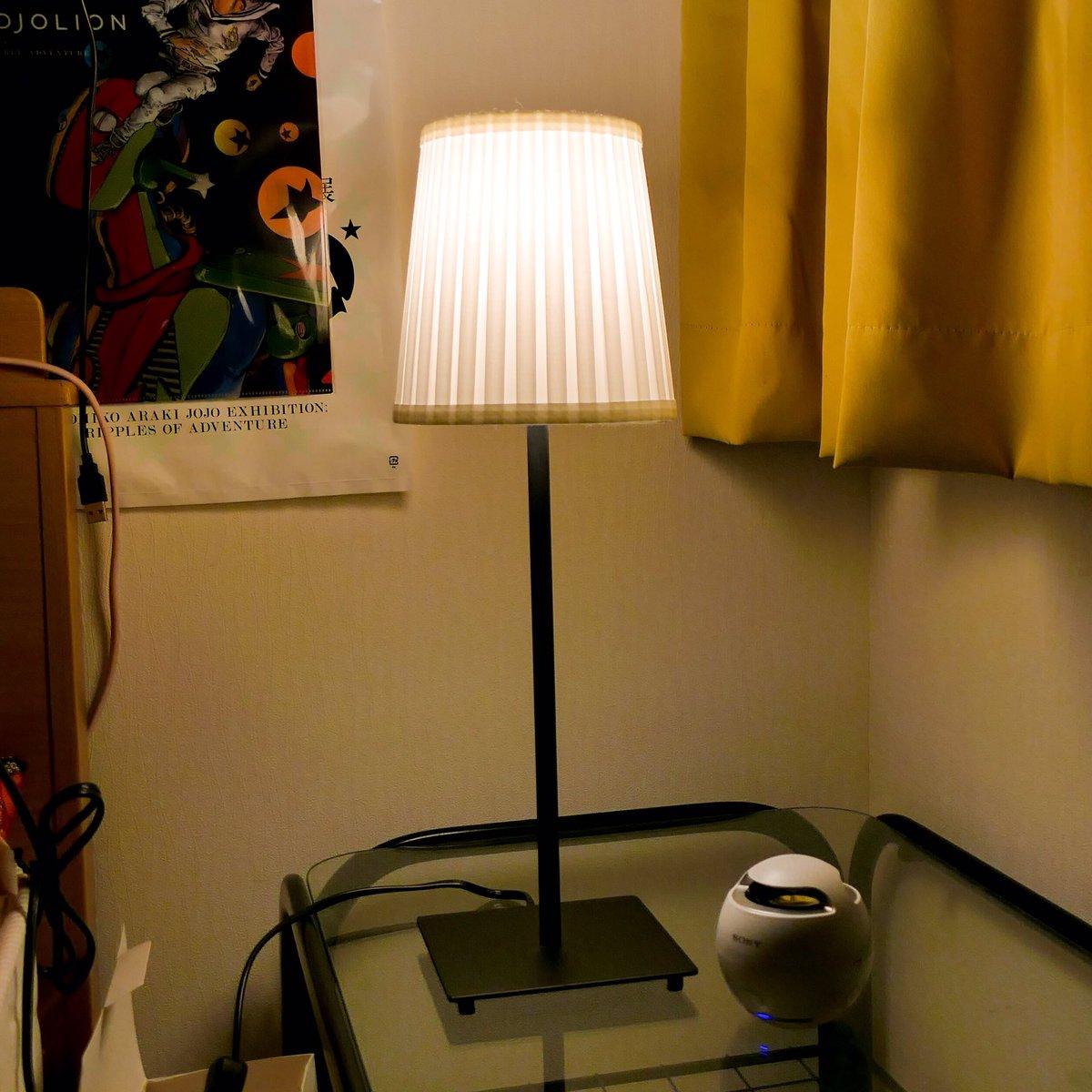 なんということでしょう。IKEAのスタンドライトに乗っけるだけで、恐怖を感じない…むしろ温かくて…安心を感じる間接照明に。