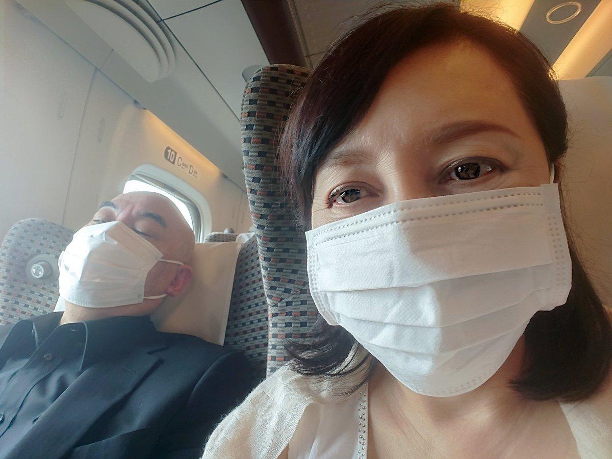 名古屋に向かっています。隣の男性、起きているときはもちろん、寝ていても(イビキが)賑やかです。数ヶ月ぶりに高須先生にお目にかかるのが楽しみです。