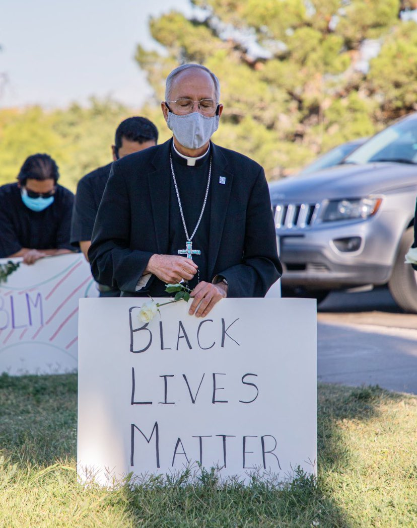 .@BishopSeitz knelt w/members of the clergy for 9 mins today in memory of #GeorgeFloyd. We've seen him pray w/migrants, refugees & asylum seekers. We've seen him comfort #ElPaso after Aug 3rd. We've seen him help the sick during this pandemic. He's a leader. #BlackLivesMatter <br>http://pic.twitter.com/xxydyXYBqX