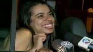 Lembra daquela menina bêbada na viatura que fez todo mundo rir muito? Nosso eterno meme? Então, ela precisa da nossa ajuda agora.  Está com câncer.  Ela já fez muita gente feliz por no mínimo 1min. vamos perder 1min e doar o que puder para ajudar.  Links na thread https://t.co/L3udKVkAF7