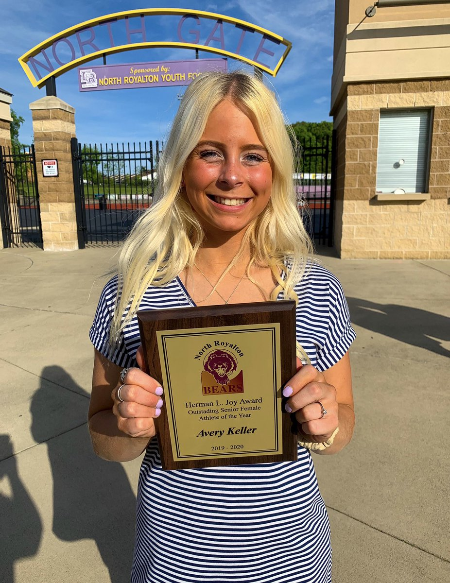 (1/2) Our very own Avery Keller was named FEMALE ATHLETE OF THE YEAR!!!! We are so unbelievably proud of you, Avery.  You are the kind of athlete coaches dream of having and the type of teammate everyone wants in their squad. https://t.co/hVFsgF9L1b