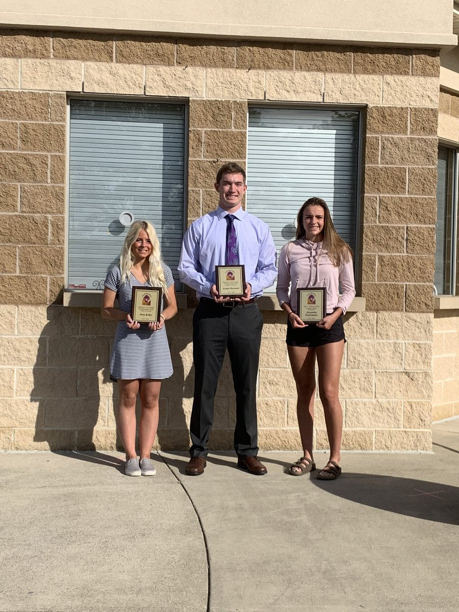 Many many congrats to the Male Athlete of the Year, Joey Marousek, as well as the Academic Athlete of the Year, Alexandra Doehrmann!  Way to make #noronation proud!! 💜💛 https://t.co/6hSntWdGTg