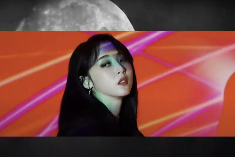 """Watch: Moonbyul shares trailer for 'Moon' online show:  K-pop star Moonbyul teaser her her """"1st Ontact Live"""" show in support of her repackaged album, """"Moon."""" https://bit.ly/2XygOSLpic.twitter.com/i1w3BfILc4"""