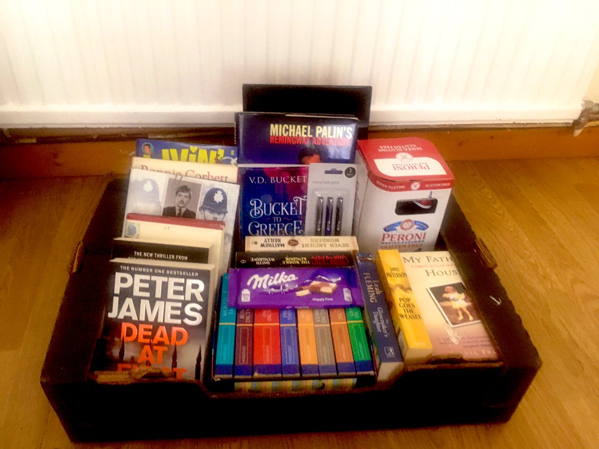 I created this hamper for an older man who has no internet or TV access. Lots of people donated pre-loved books, and I added a few extra treats. Wanted to post this to give fellow Tweeters ideas to support those who may need a boost in the community during #lockdown #covid19pic.twitter.com/PKdPBBfDn8