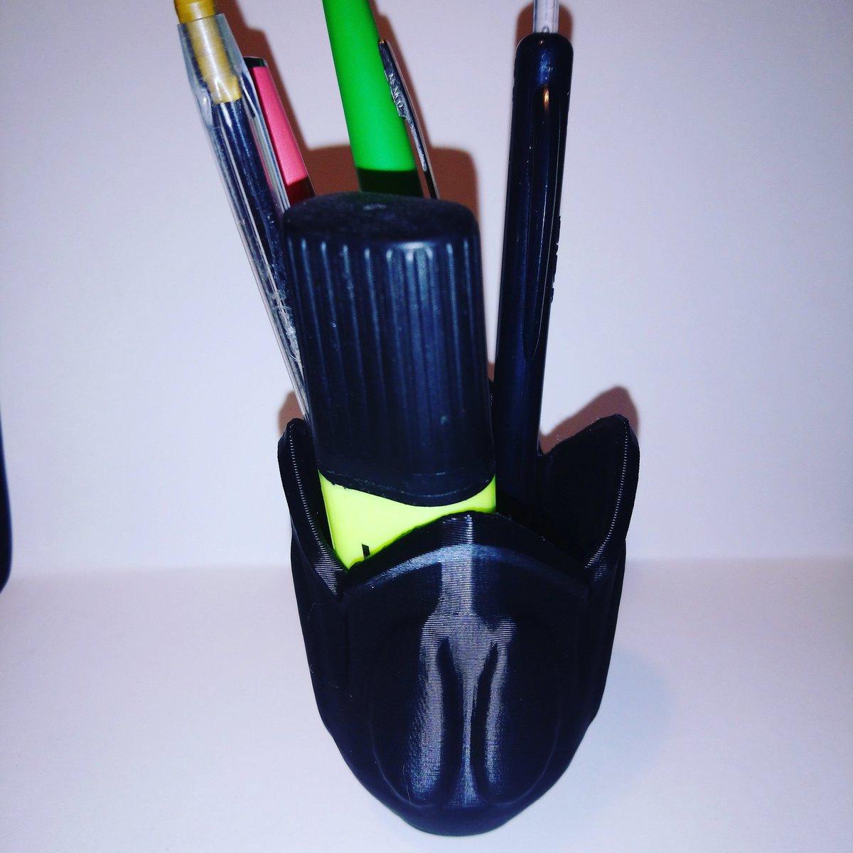 Nouveau pot à crayons #deco #inspiration #alien #3Dprint #3dmodeling #3dprinting bientôt sur #cults3d