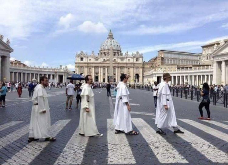 #Punchline : «le vatican déconfine, les abbés rodent» https://t.co/mcTdeWLsPI