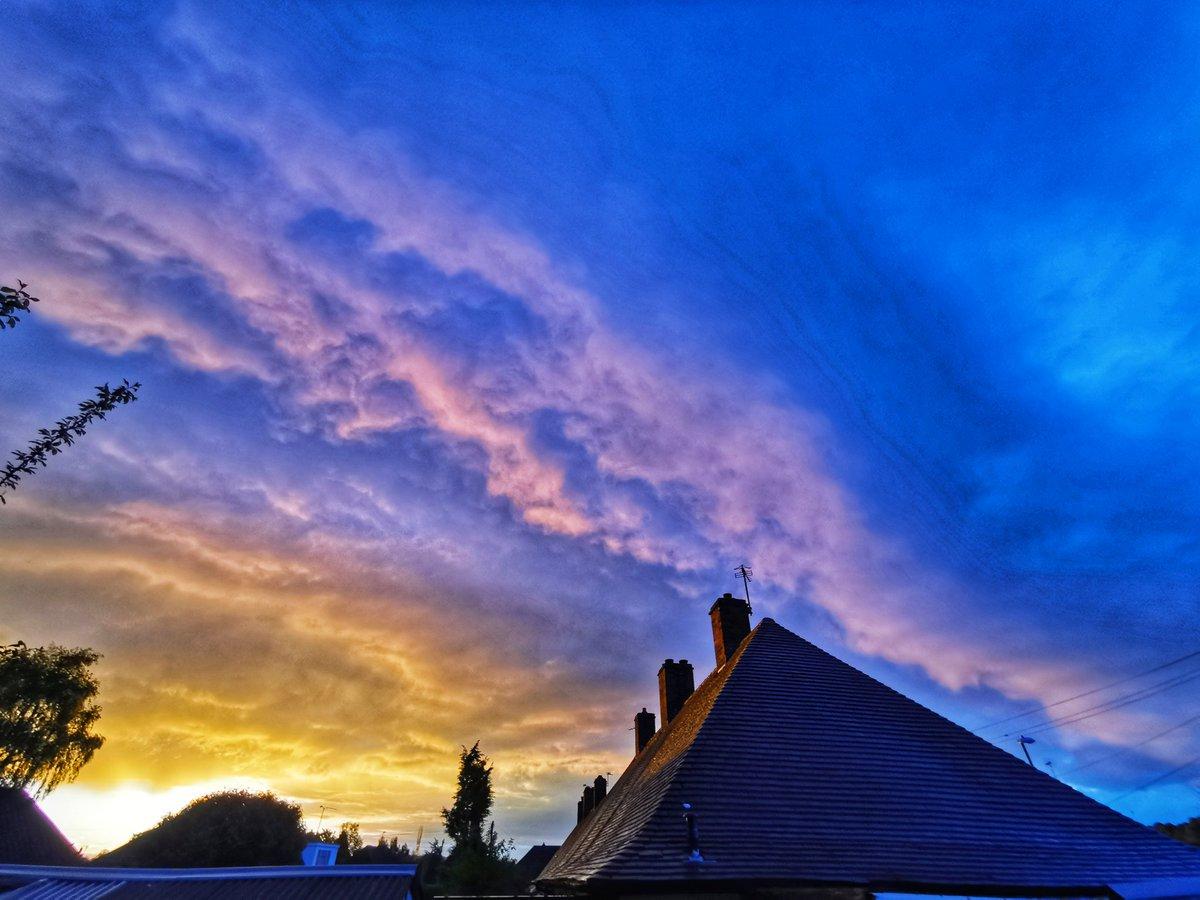 Morning #stormhour #ThePhotoHour #tuesdayvibespic.twitter.com/HvqVqg5k9A