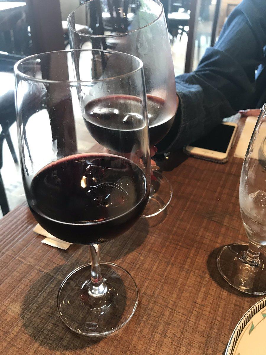 二次会。  #ランチ飲み #赤ワイン #鴨生ハム #フォアグラ #ピクルス #ビストロフラットカフェ https://t.co/SaP6rhGZzV