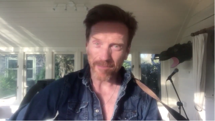 VIDEO: Damian Lewis sends hope from home in honor of World Health Day with a music melody and we smashed the videos together in one! View it here: https://damian-lewis.com/?p=35469 #DamianLewis #WorldHealthDay #HopeFromHome #StayHome #Covid19 #coronavirus #CoronavirusPandemicpic.twitter.com/wvxv2LdsdW