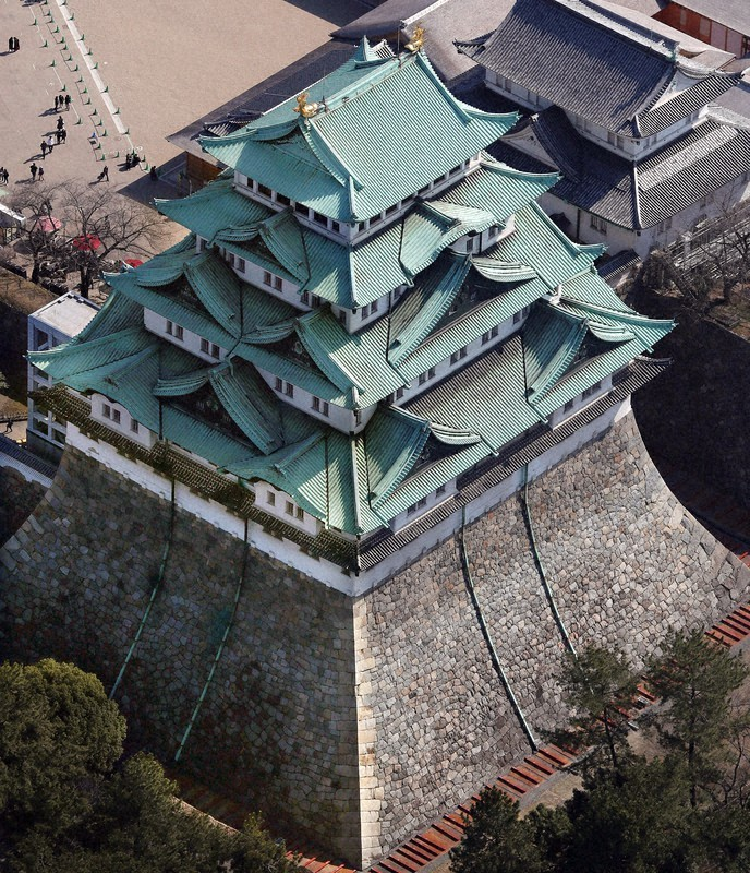 The main keep of Nagoya Castle as seen from above. The historic castle is a much-loved symbol of Nagoya and was the first castle in Japan to be designated a National Treasure in 1930. #Nagoya #Japan #travel pic.twitter.com/bKkpQg8wjR