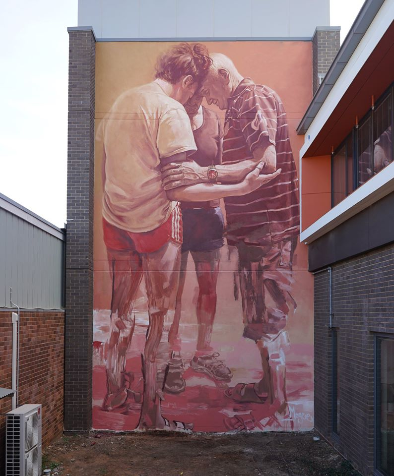 ... we will come back to hug each other again. We love in trust. Art by Fintan Magee in Dubbo, Australia  #StreetArt #Art #Love #Beauty #Poetry #Hug #Hope #UrbanArt #Humanity https://t.co/8eBLXiE6sI