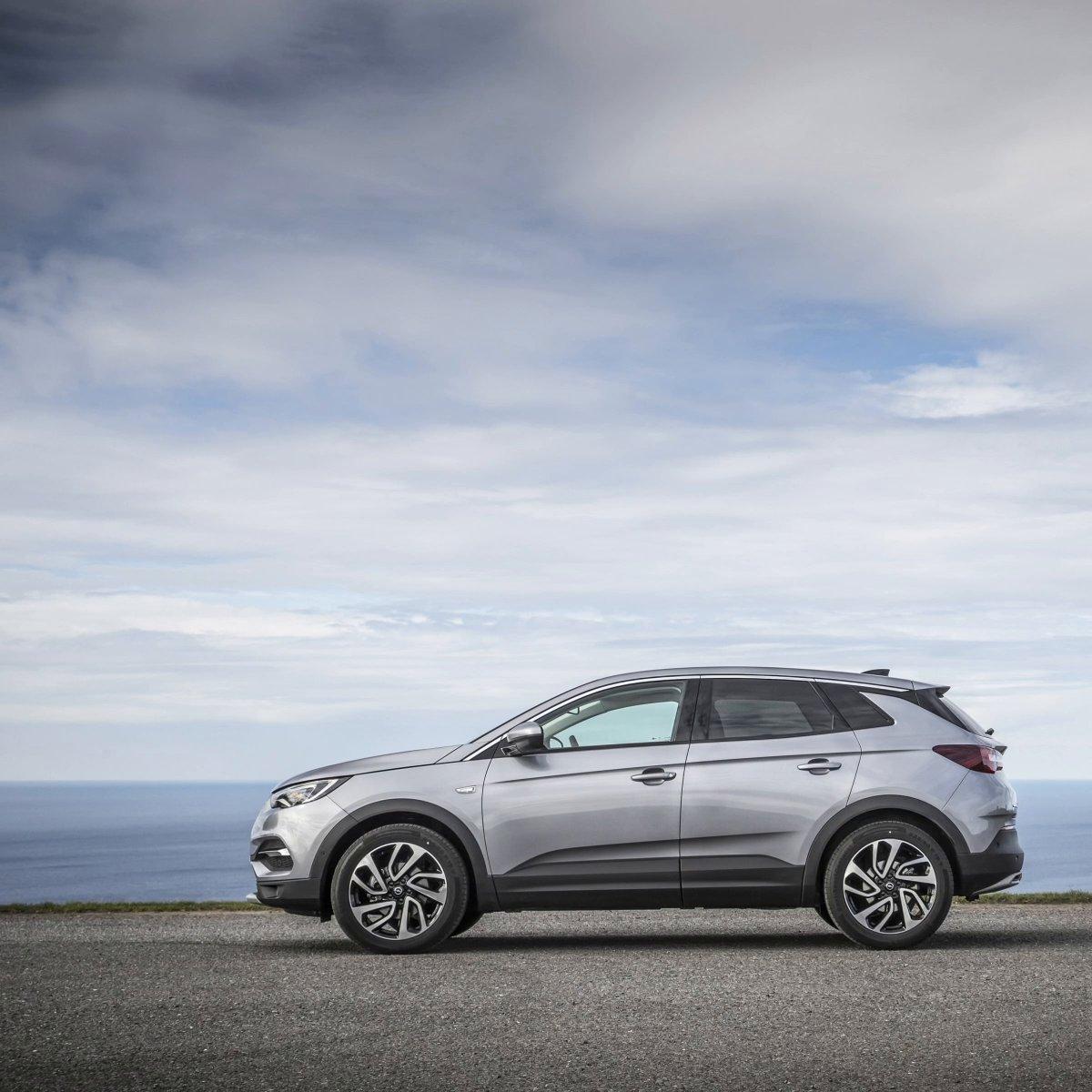 Wo würdest du dich und deinen Opel jetzt gerne hinbeamen? 🛸 Mehr Infos zum Grandland X: s.opel.com/e9ge8