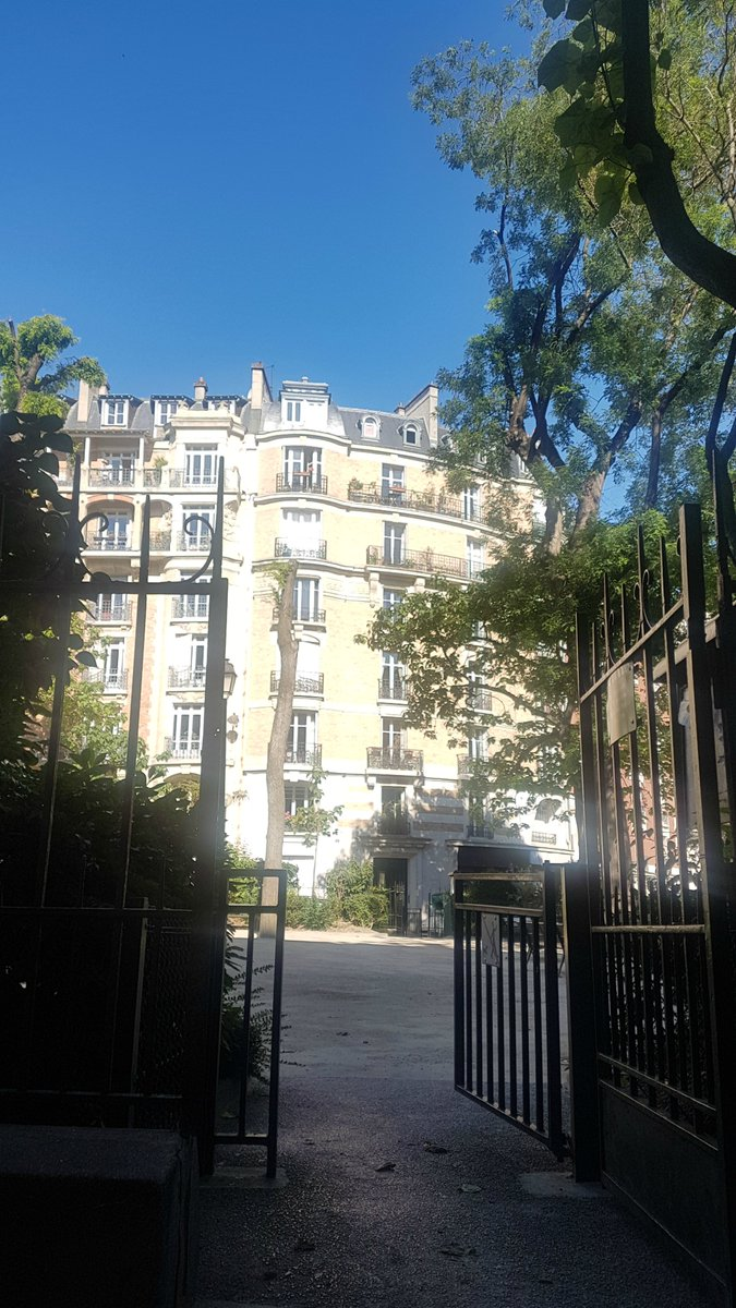 So lovely to have our parks back again  #Paris #18thpic.twitter.com/mEUQjy28Tm