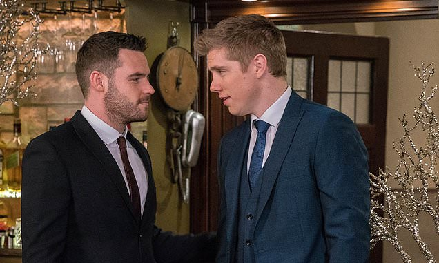 Emmerdale SPOILER: Aaron's feelings for ex-husband Robert resurface in lockdown special: In the soap's first two-hander Aaron is trapped at home with his uncle Cain during the lockdown, forcing both to face some hard truths about their relationships. http://dlvr.it/RXq0Qspic.twitter.com/SYFQjQbzym