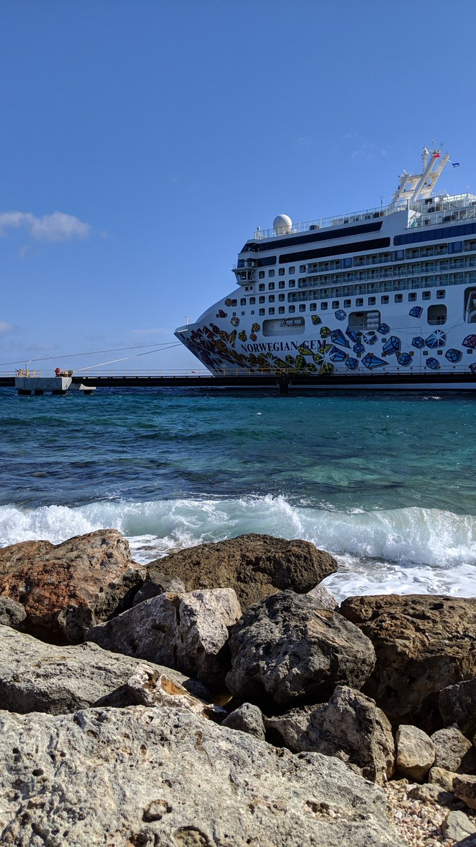 """2019-01 Panama Canal cruise: Before we return to our """"home"""" away from home on board the @CruiseNorwegian Gem  ship, how about a look at her from the port of #Willemstad, #Curaçao ? pic.twitter.com/ox9OyZuxBK"""