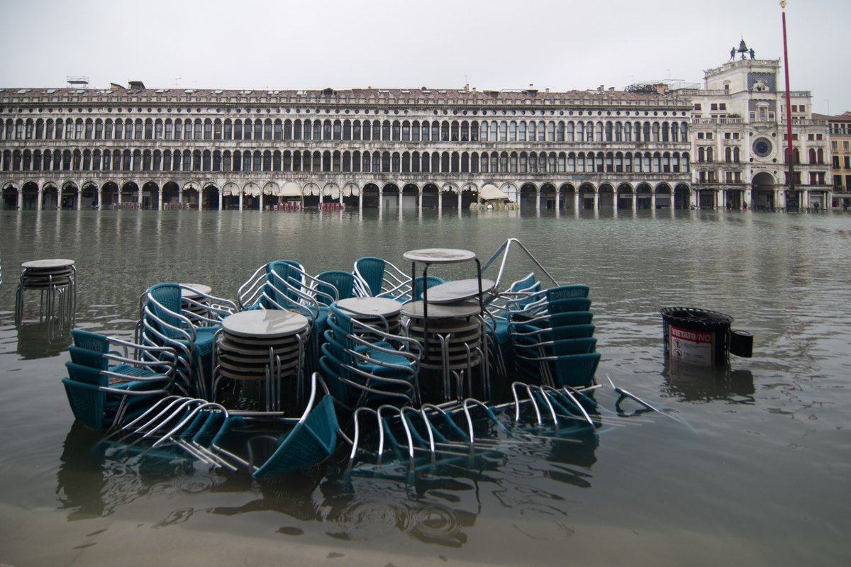 The collective memory is quick to forget   riVEmo wants to prove that you can always react also to the high water + Covid 19 combo #Venezia #venice pic.twitter.com/hYV6zPdbGu