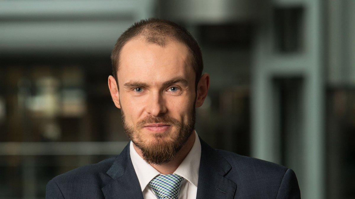 It's official! 1 czerwca stanowisko głównego ekonomisty mBanku objął Marcin Mazurek. To również on staje na czele niestrudzonego w bojach zespołu @mbank_research.  Plotki niesione po home officach głoszą, że to najlepszy awans na mieście💪😎 Gratulujemy! https://t.co/sH1i1IVdny