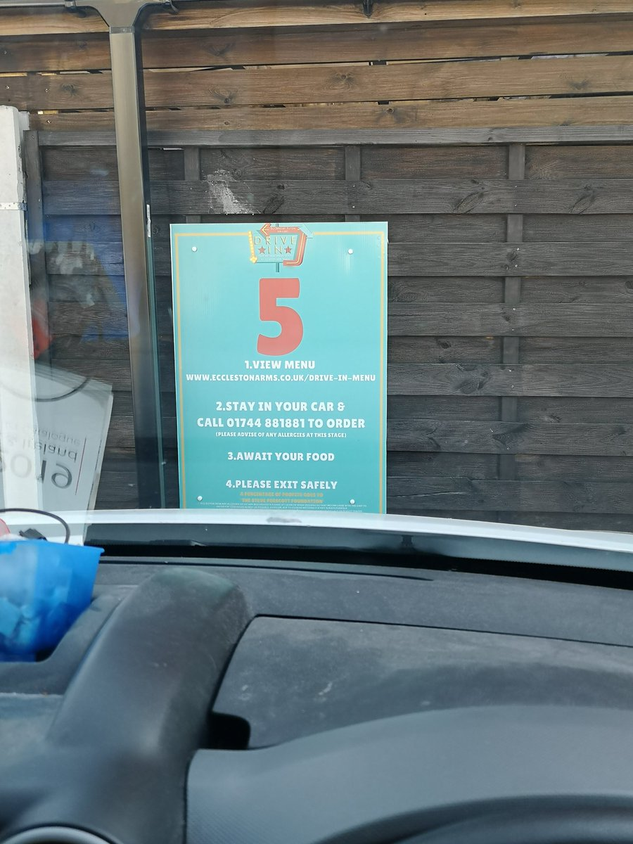Set me up for the day and a bargain at £3 for sausage and egg muffin and a coffee. Didn't wait longer than 5 min. Piping hot as well. Thanks @EcclestonArms #drivethru pic.twitter.com/nSI7FCi8hk