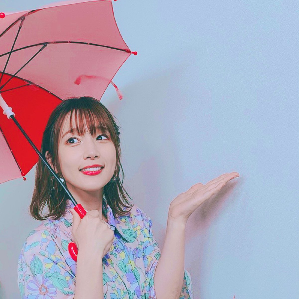 今日も #下野内田と夜あそびありがとうございました〜♡まさかの木村昴くん乱入!!!かくれすばるならぬ、ディレクターすばる…!驚きましたね😂コネクトしましたな☺️スマブラ、負けたの悔しい〜!またリベンジしたいねぇぇぇ。毒キノコ、すっごい味だったよ😂本日は傘でダミヘ♡いいよね傘☂️