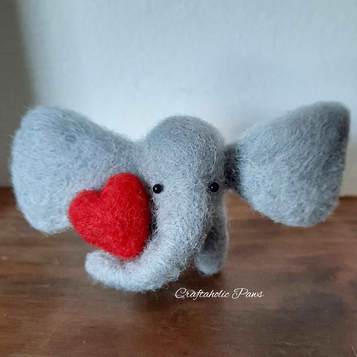 Sending some elephant love out #elevenseshour #elephants #cuteanimals pic.twitter.com/ILaRarEYcN