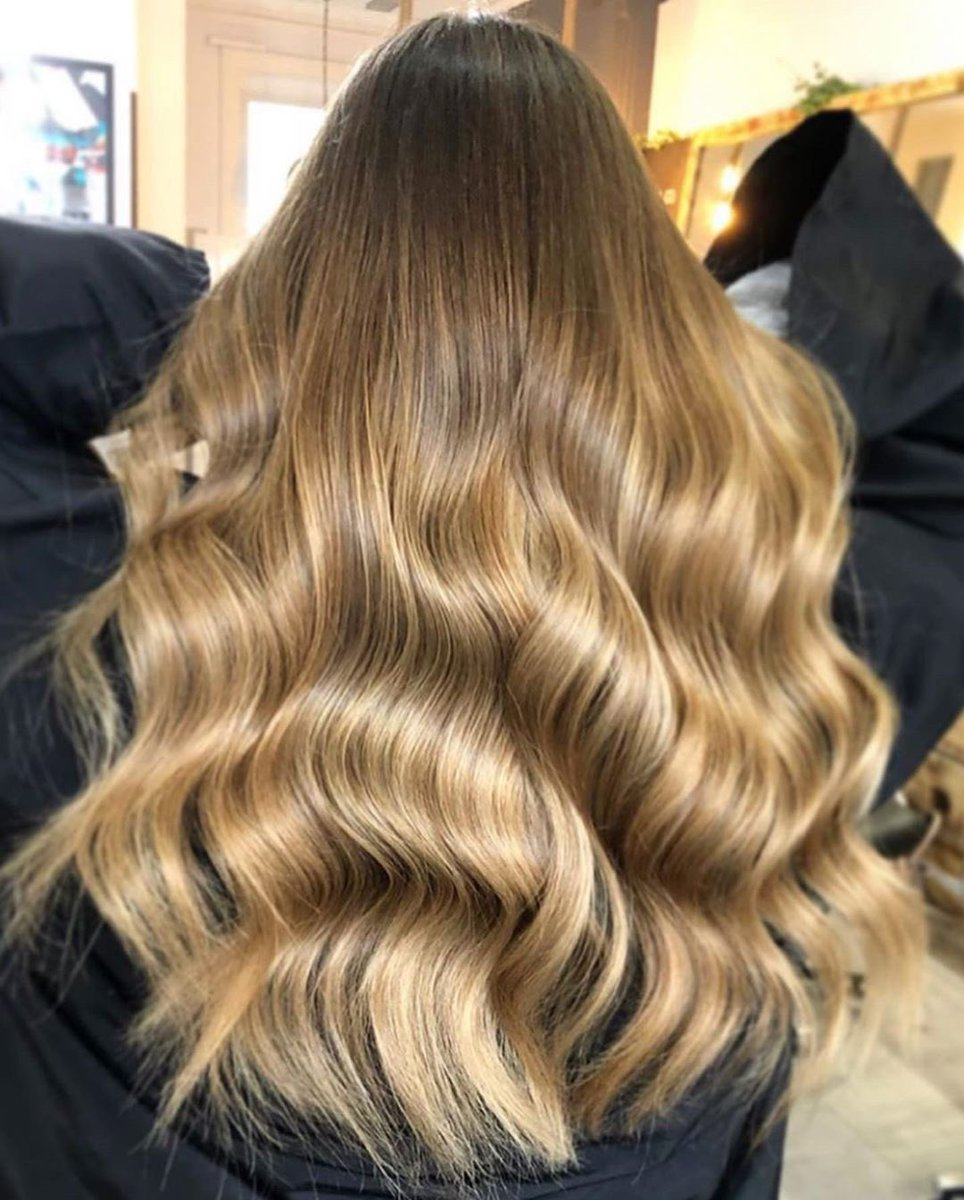 """GOLDEN GLOW @sophieshairgram has created the perfect """"BRONDE"""" honey colour with the Couleurs Couture products.  #BALMAINHAIR #SPRINGSUMMER2020 #BALMAINHAIRCOUTURE #HAIR #HAIRCOLOUR #BALAYAGEpic.twitter.com/2ErDpaw0Po"""