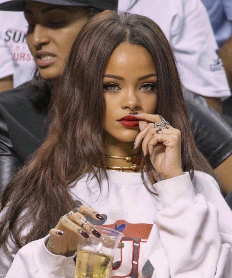 """"""" 全員に好かれるのは無理だけど、あなたはいつだって、誰かにとっての最高になれるわ """"  ——— Rihanna"""