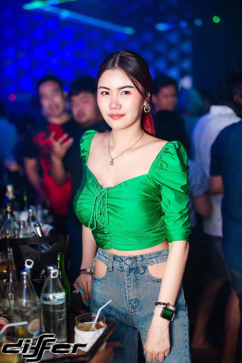 Stylish! #differpattaya #pattaya #thailand #clubbingpattaya #asiangirls #sexythaigirls #blackpink #clublife #ravegirls #sexygirls #terminal21 #stylepic.twitter.com/EXheLlRgOd