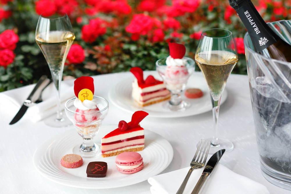 """ホテルニューオータニ(東京)3万輪の""""バラ""""咲く屋上庭園、ピエール・エルメ・パリのスイーツプレートも -"""